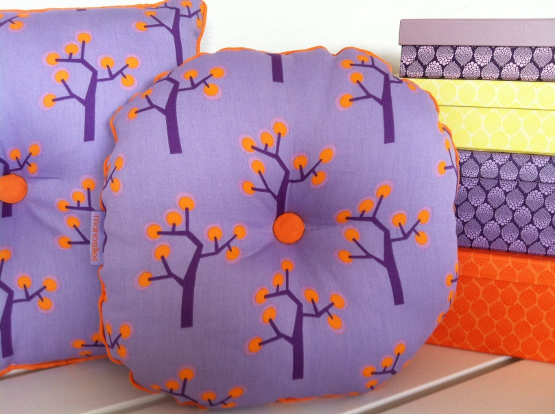 Round kids cushion - Tree purple. Beautiful small pillows in bright colors. Round Purple 35x35 Euro 20