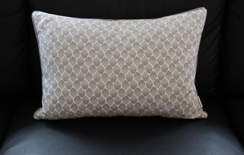 pude grå og hvid fra Manostiles